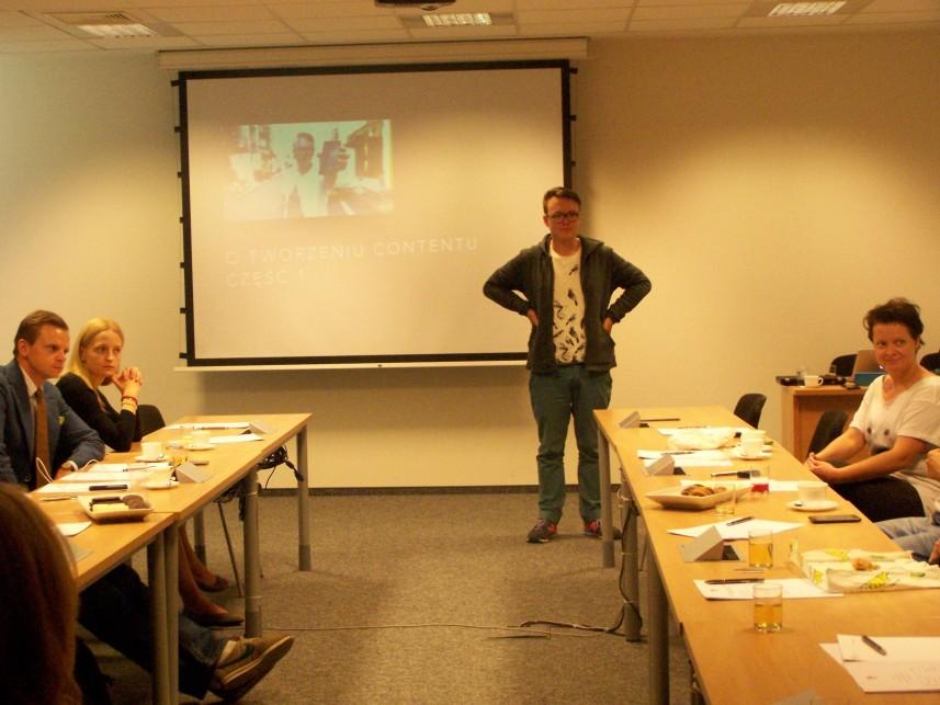 Część pierwsza warsztatów - Jak tworzyć content w internecie.  Prowadzący: Krzysztof Gonciarz